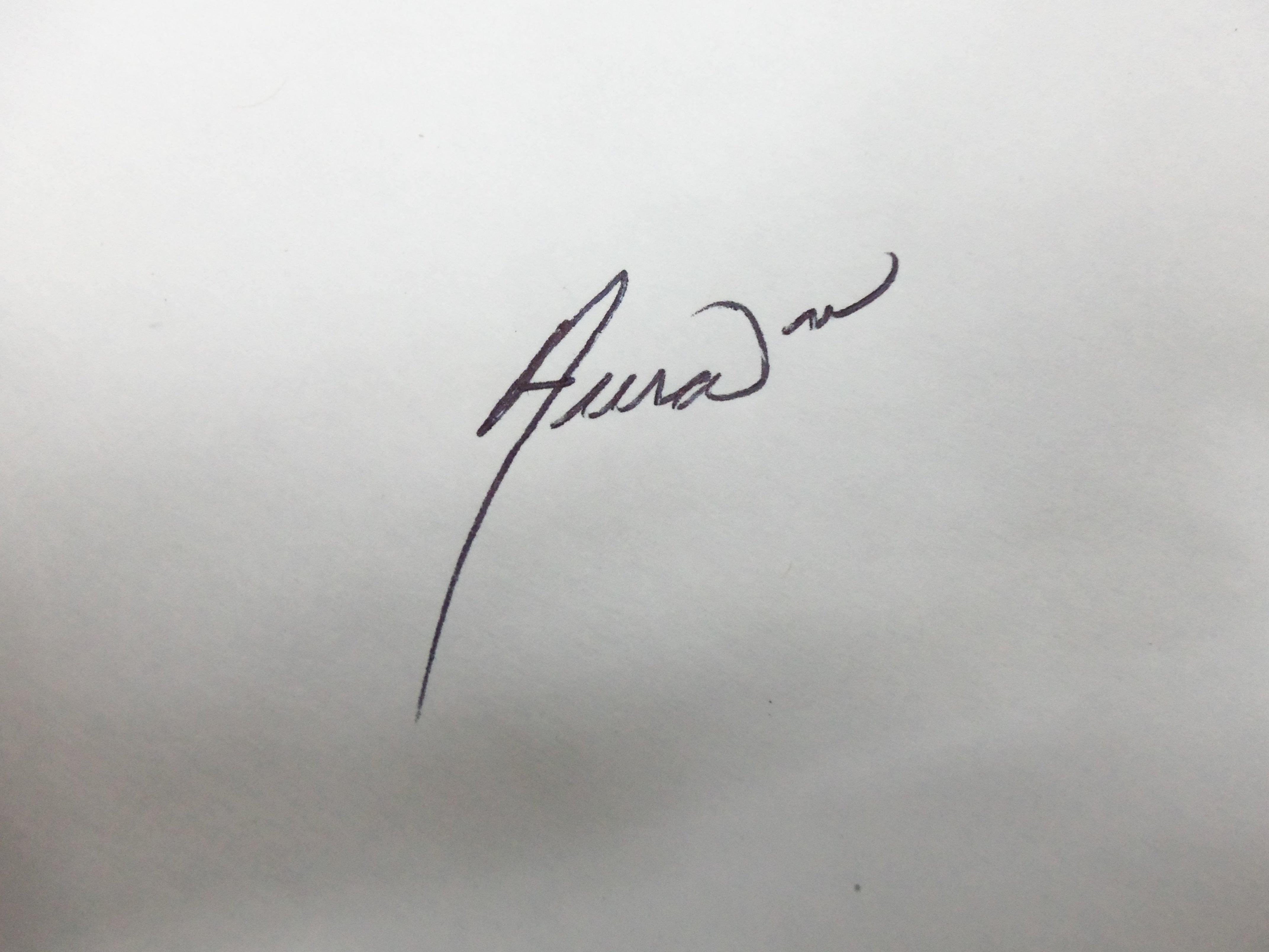Aura Bobadilla Signature