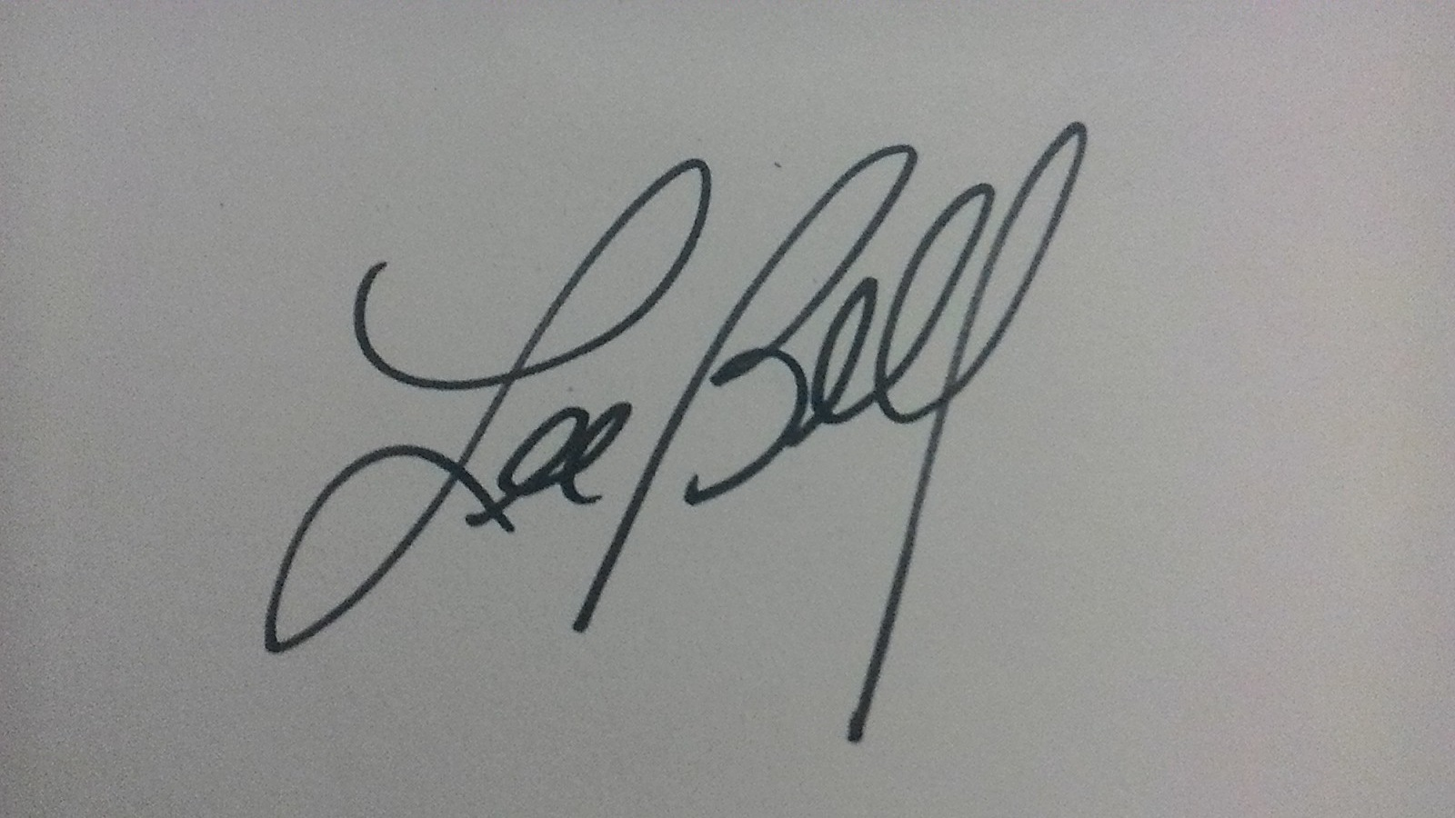 Lee Bell Signature