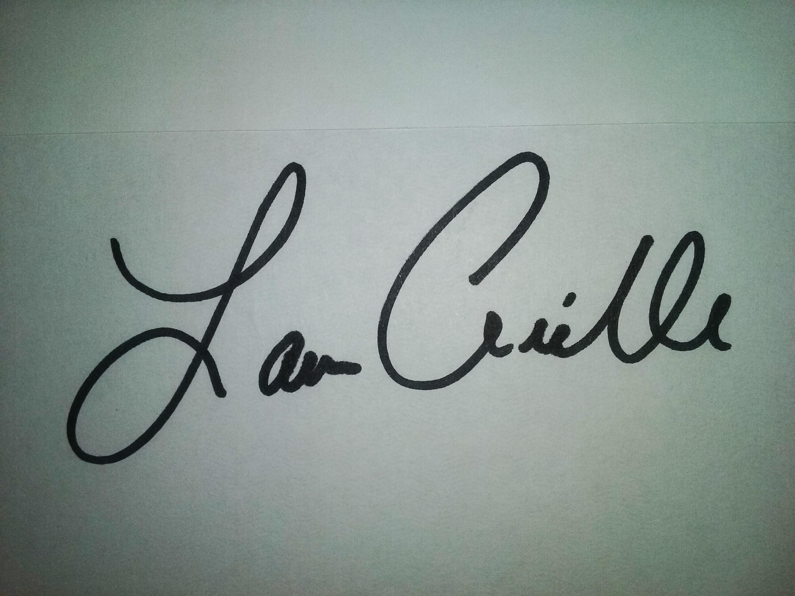 Lauren Arielle Signature