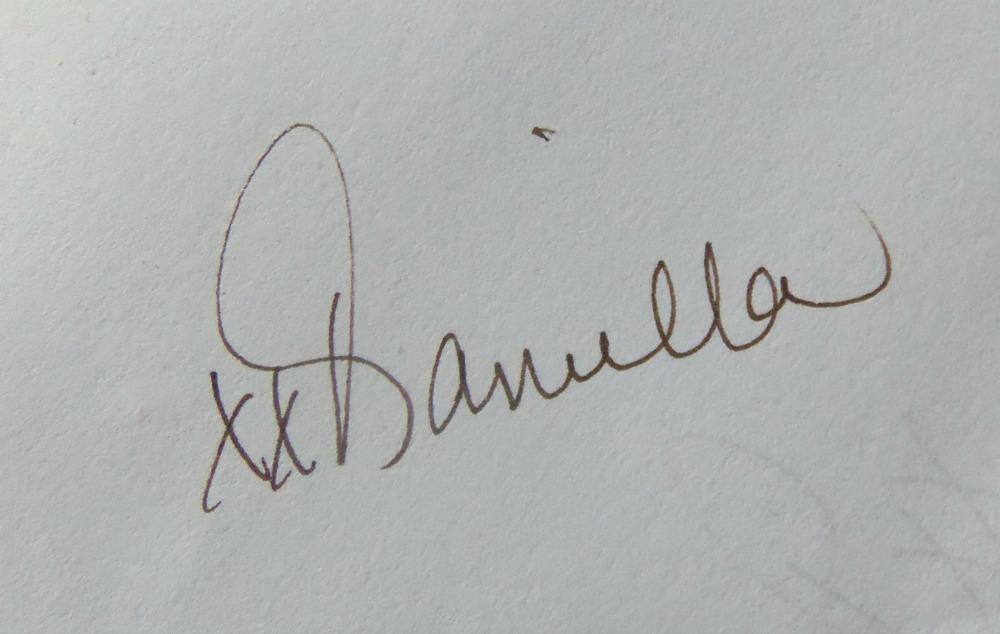 Daniella Hayes Signature