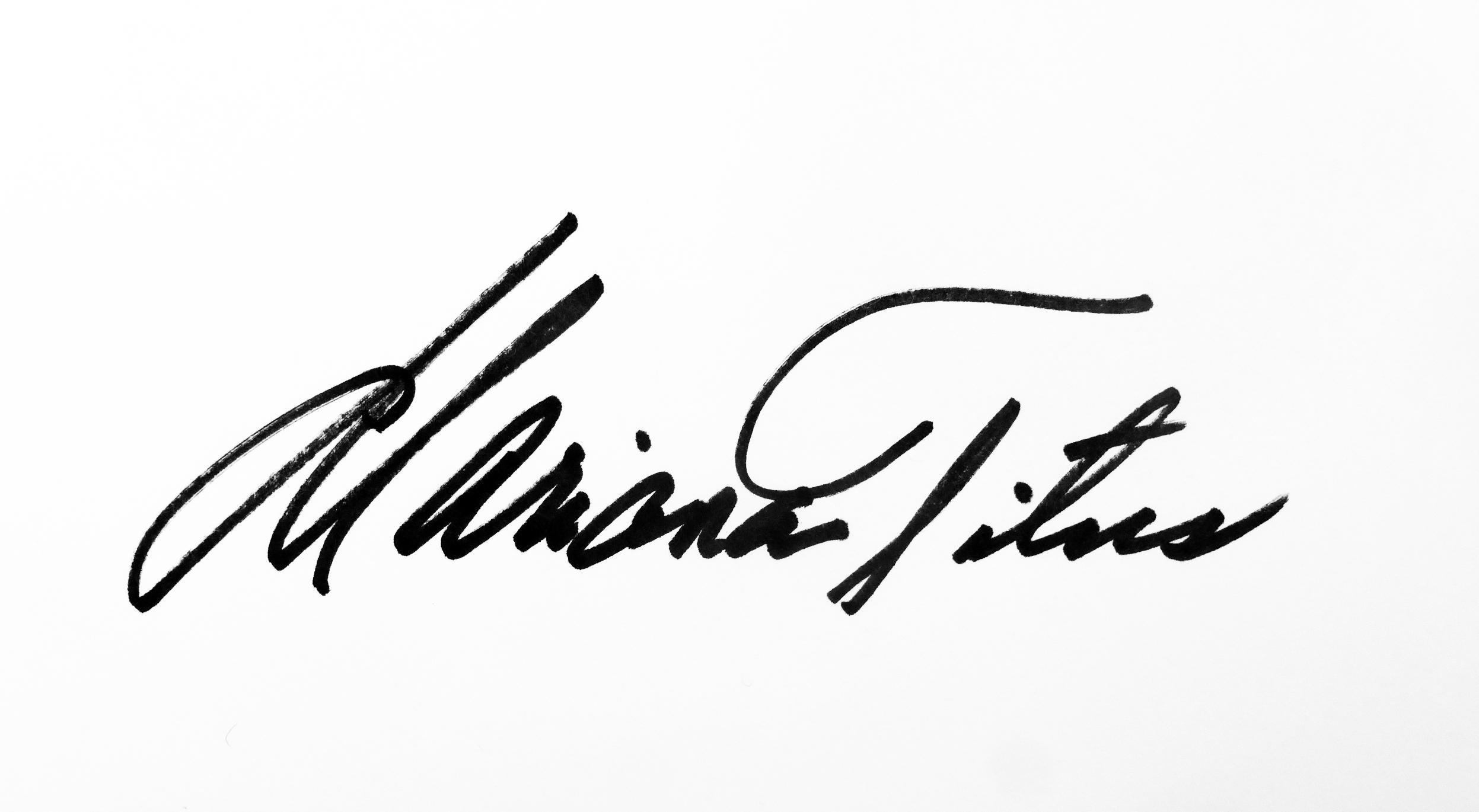 Mariana  Titus Signature